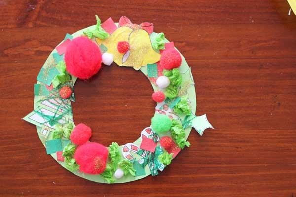 Toddler activity: Paper Christmas wreath | Veggie Mama