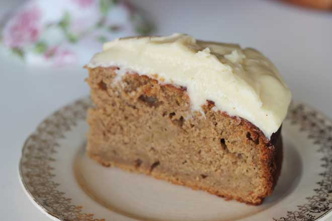 Apple, quince and ginger cake with golden syrup cream cheese frosting recipe | Veggie Mama