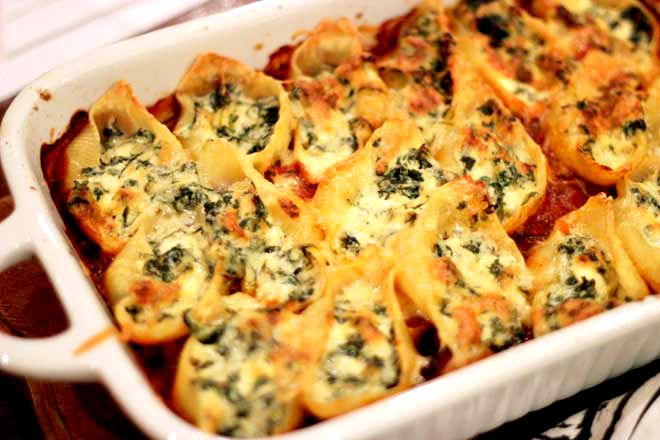 One way to eat spinach without complaints! Creamy, cheesy spinach stuffed shells on theveggiemama.com
