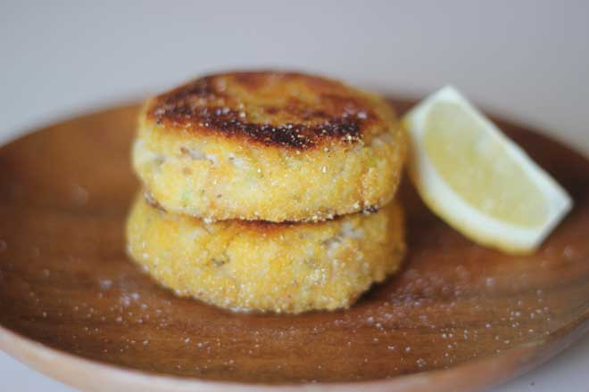 Vegetarian Fish Cakes: Got a craving for the lemony mashed potato cakes Me too - so I made these fish-free versions.